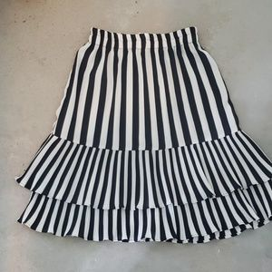 Vintage skirt-never worn hits above knee